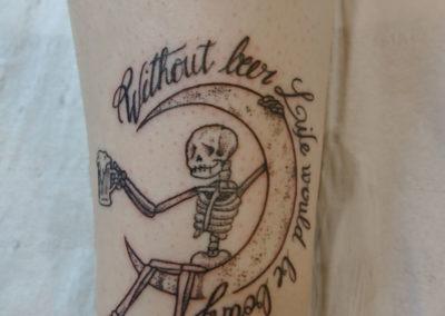 Tatouage squelette lune fait par Kevin