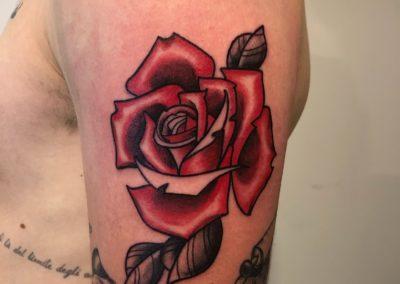 Tatouage rose fait par Kevin