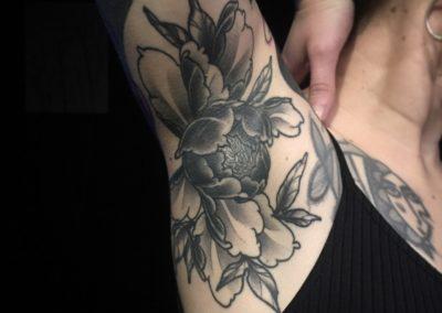 Tatouage Pivoine fait par Sacha