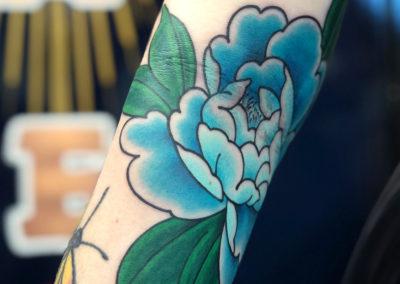 Tattoo Pivoine fait par Wan